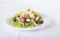 средиземноморский салат с чесноком