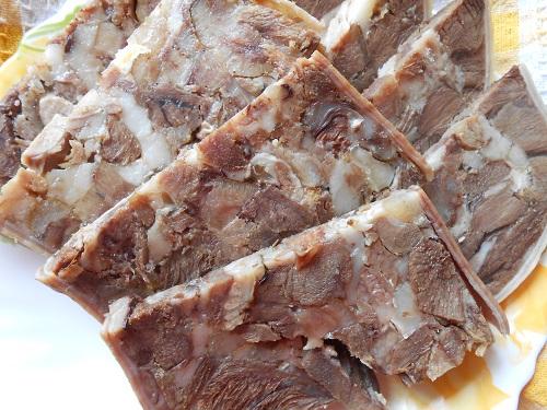 Сальтисон в свином желудке с чесноком и укропом